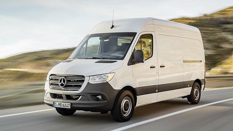 Der Mercedes-Benz Sprinter in voller Fahrt