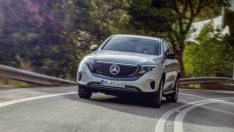 Fahrszene des neuen Mercedes-Benz EQC