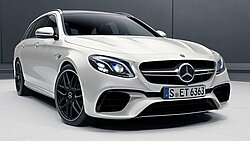 Das Mercedes-AMG E 63 S T-Modell in designo diamantweiß bright
