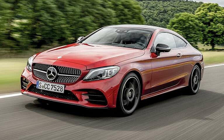Seitliche Frontansicht des Mercedes-Benz C-Klasse Coupé