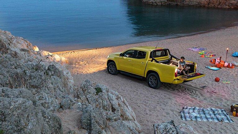 Der Mercedes-Benz X-Klasse der Ausstattungslinie PROGRESSIVE in der Seitenansicht