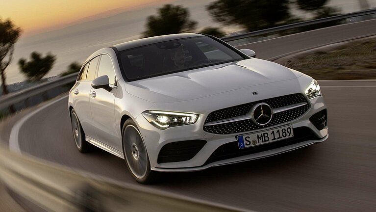 Der Mercedes-Benz CLA Shooting Brake in einer Kurve