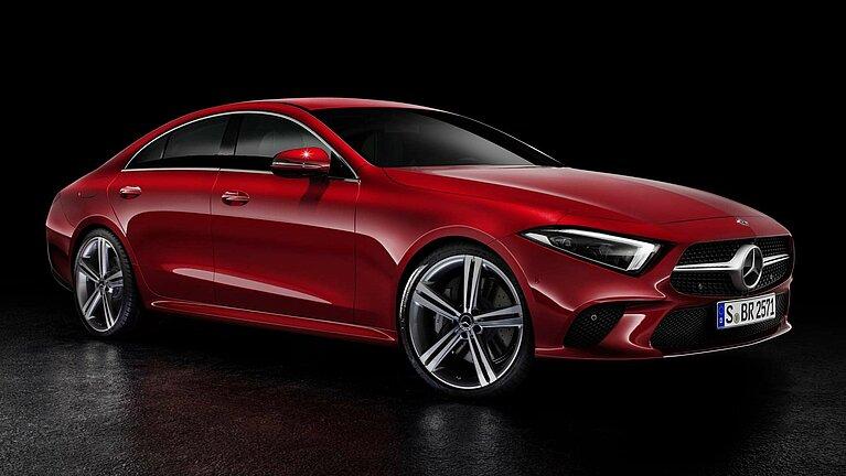 Das Mercedes-Benz CLS Coupé in rot von schräg vorne fotografiert