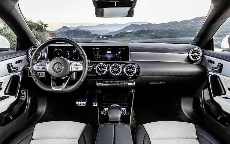 Cockpit des Mercedes-Benz CLA Shooting Brake