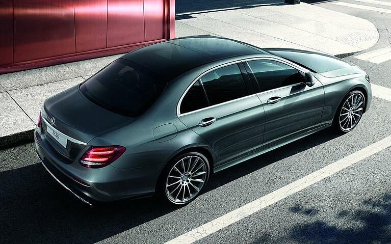 Die Mercedes-Benz E-Klasse von hinten