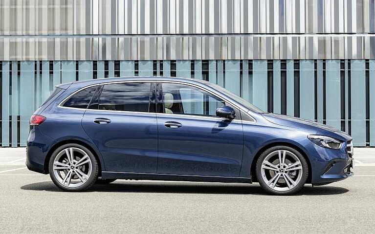 Die Seitansicht der Mercedes-Benz B-Klasse