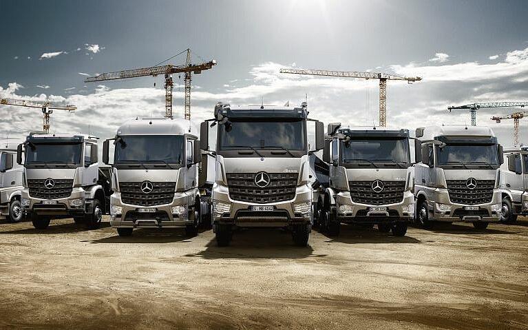 Range von sieben Mercedes-Benz Arocs
