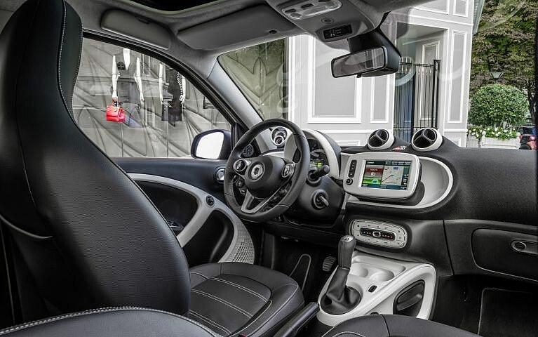 Blick auf das Cockpit des smart forfour