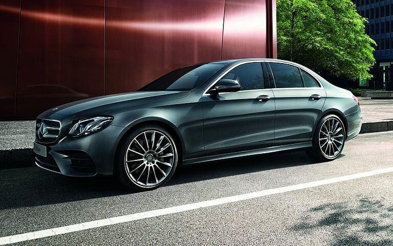 Die Mercedes-Benz E-Klasse von der Seite