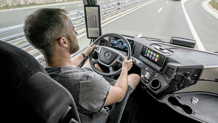 Die Fahrerkabine des Mercedes-Benz Actros
