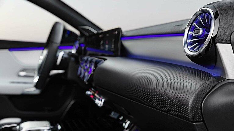 Die Ambientebeleuchtung im Interieur der Mercedes-Benz A-Klasse