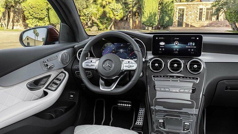 Das Interieur des Mercedes-Benz GLC Coupés mit MBUX