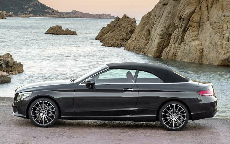 Das Mercedes-Benz C-Klasse Cabriolet mit geschlossenem Verdeck