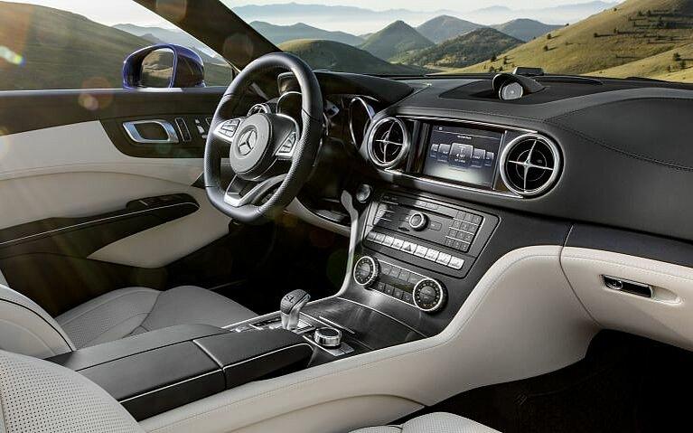 Blick in den Innenraum des Mercedes-Benz SL